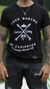 Fuck boring Go Exploring Statement Shirt Bio Baumwolle Fairtrade Öko Fairer GOTS Weltreise Weltenbummler Reisejunkie Wanderlust