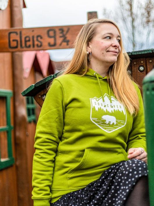 Bearensen-Hoodie-Kapuzenpullover-Bauchtasche-Grün-Bio-Baumwolle-Bär-Outdoor